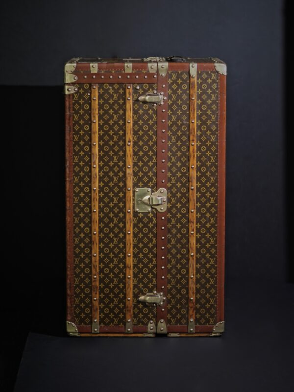 the-well-traveled-trunk-louis-vuitton-thumbnail-product-5678-2