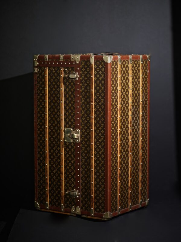 the-well-traveled-trunk-louis-vuitton-thumbnail-product-5678-3