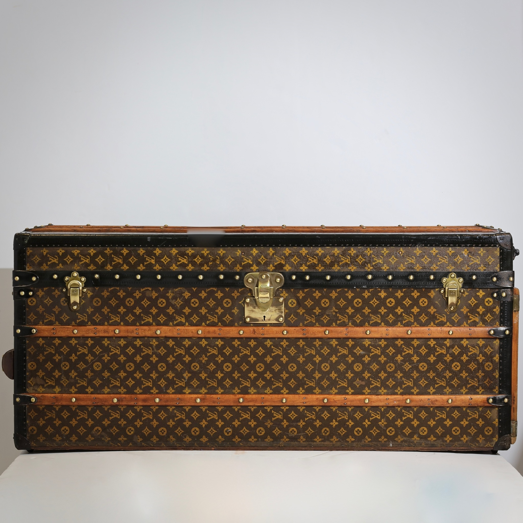 the-well-traveled-trunk-louis-vuitton-thumbnail-product-5680