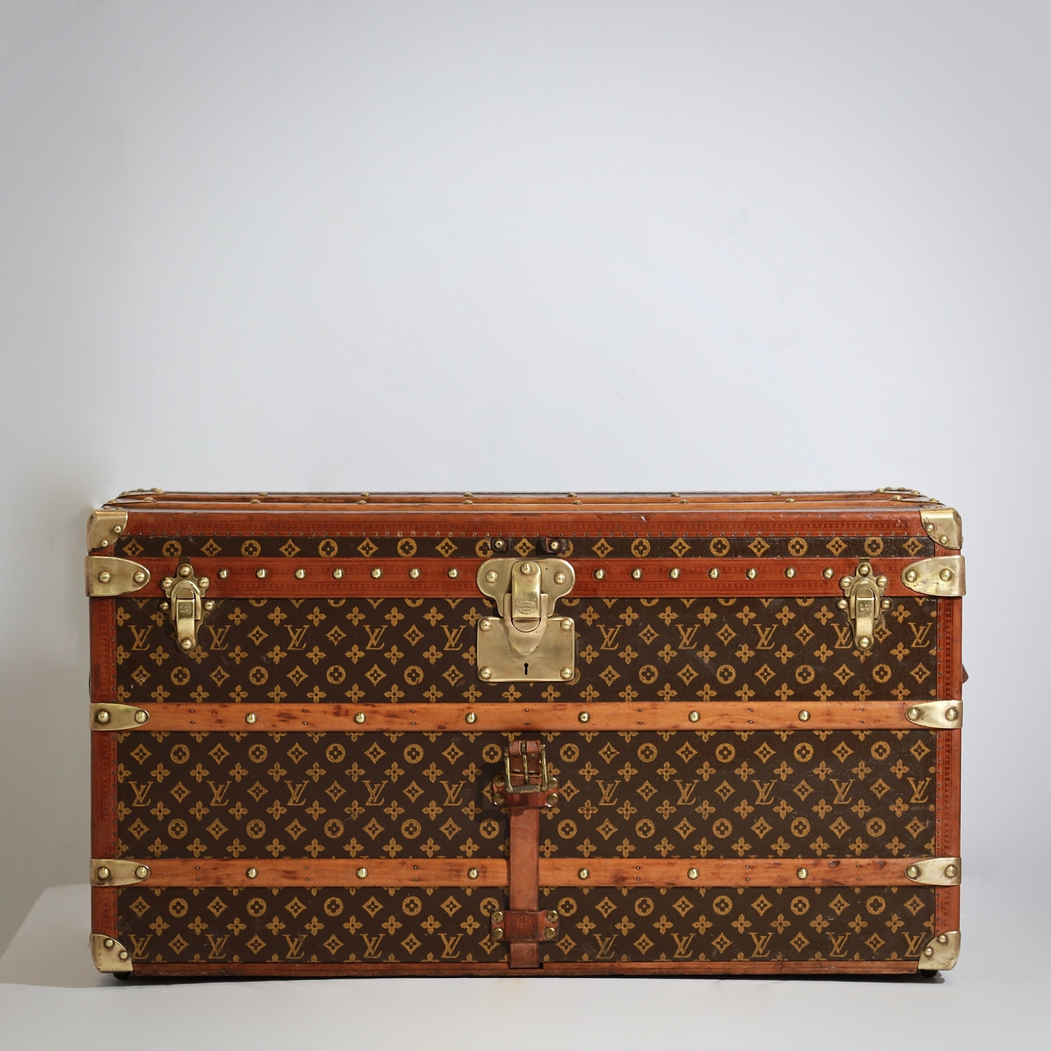 the-well-traveled-trunk-louis-vuitton-thumbnail-product-5681