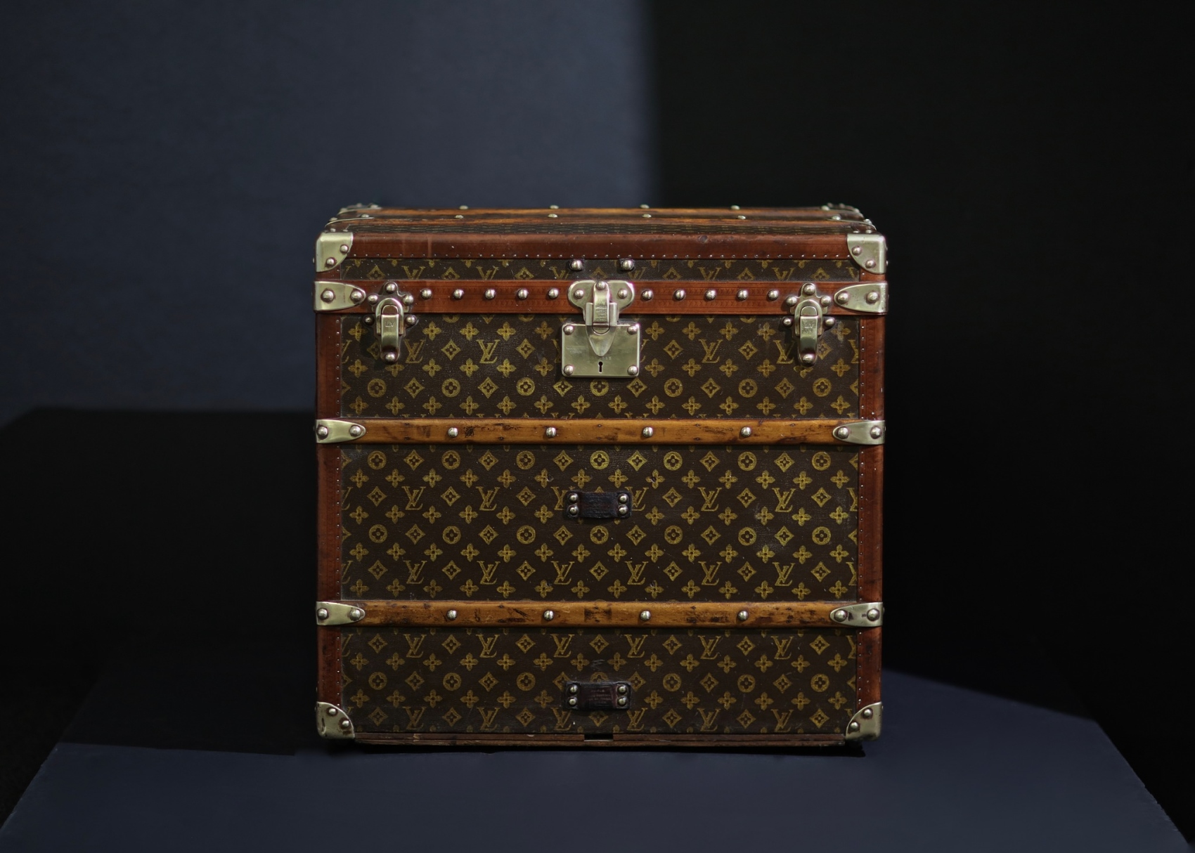 the-well-traveled-trunk-louis-vuitton-thumbnail-product-5683-1