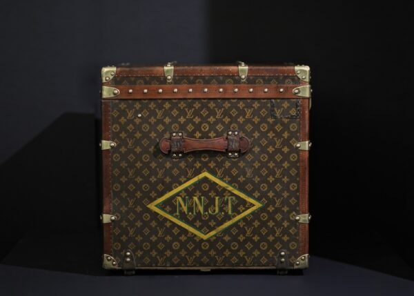 the-well-traveled-trunk-louis-vuitton-thumbnail-product-5683-5