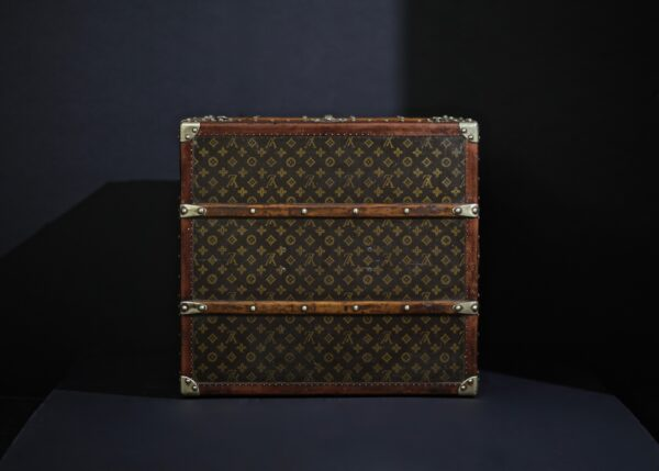 the-well-traveled-trunk-louis-vuitton-thumbnail-product-5683-7