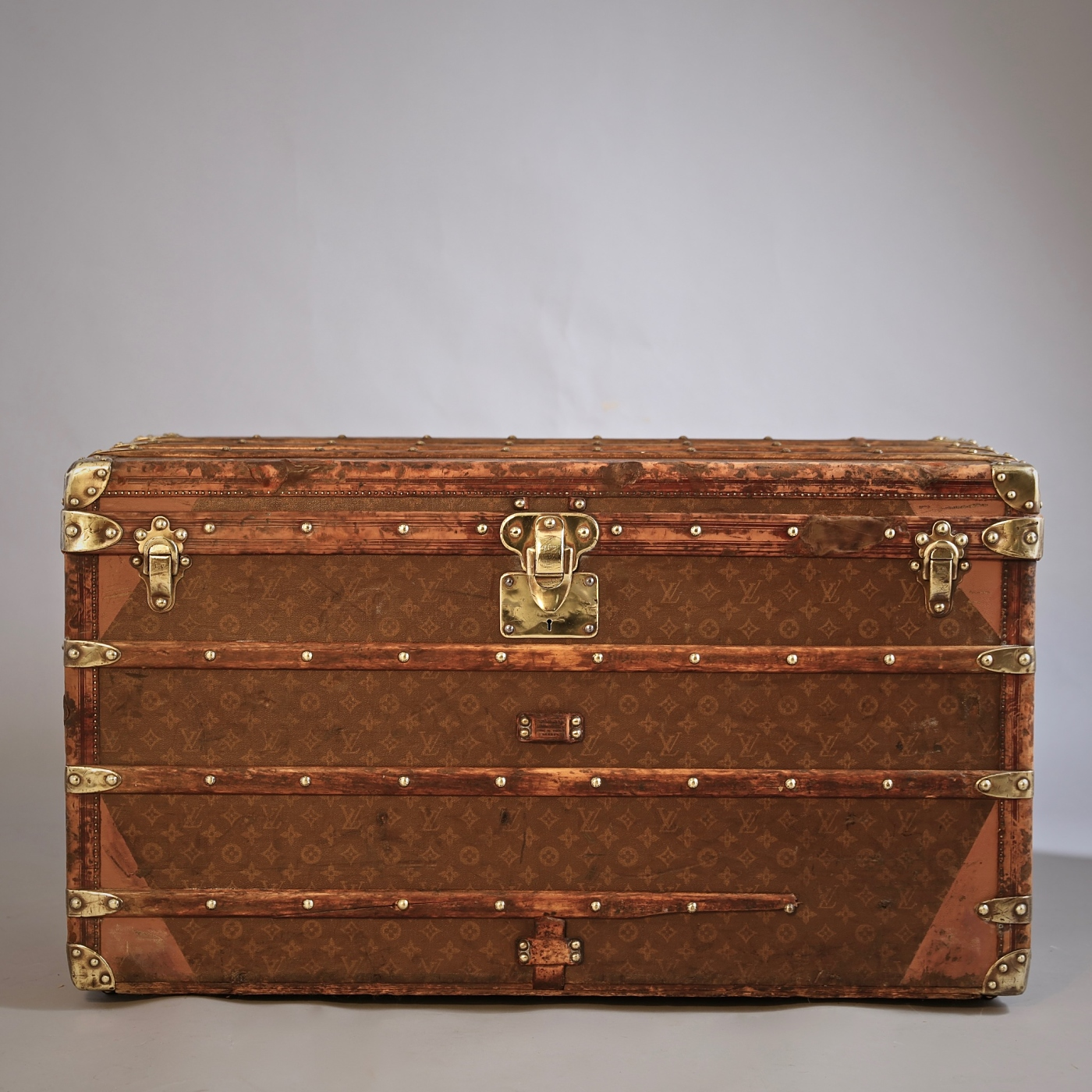 he-well-traveled-trunk-louis-vuitton-thumbnail-product-5685B