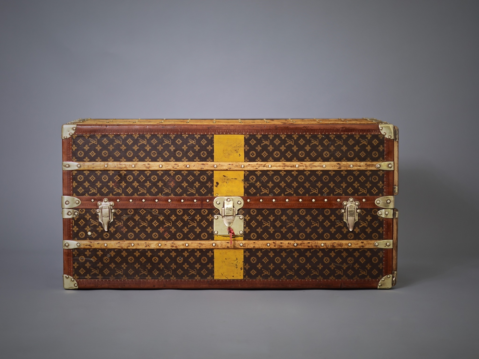 the-well-traveled-trunk-louis-vuitton-thumbnail-product-5686-1