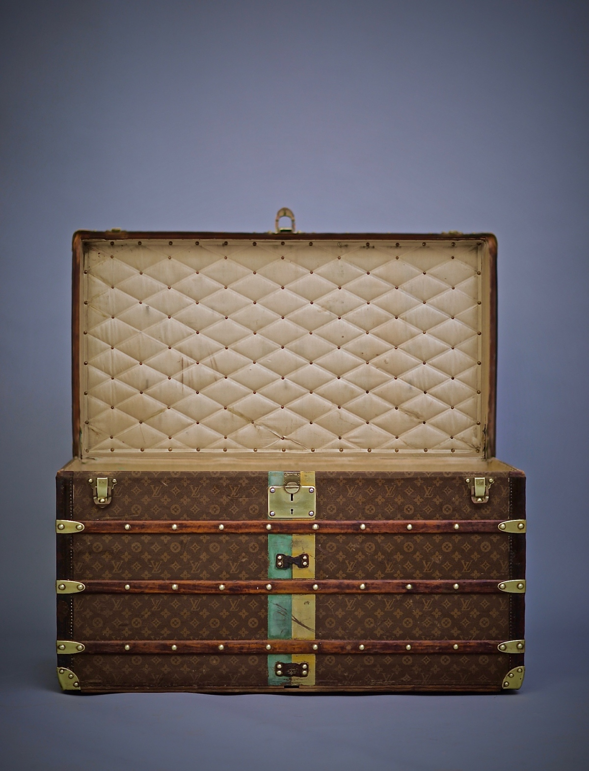 the-well-traveled-trunk-louis-vuitton-thumbnail-product-5687-2