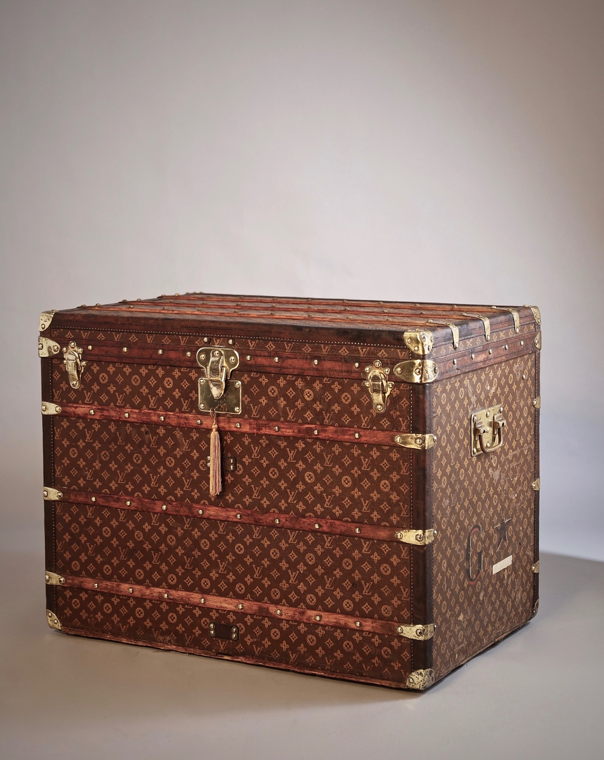 he-well-traveled-trunk-louis-vuitton-thumbnail-product-5696-1