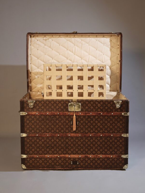 he-well-traveled-trunk-louis-vuitton-thumbnail-product-5696-4