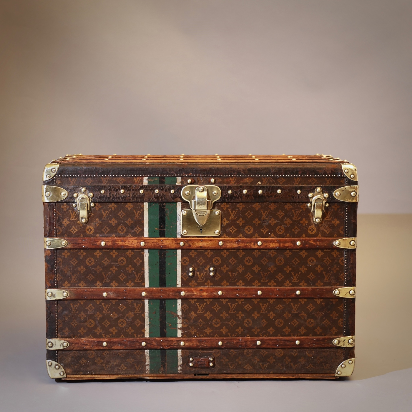the-well-traveled-trunk-louis-vuitton-thumbnail-product-5695