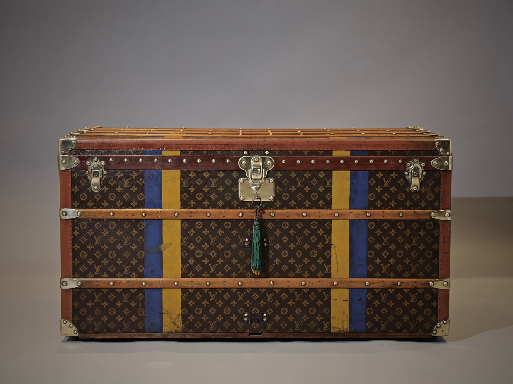 the-well-traveled-trunk-louis-vuitton-thumbnail-product-5697-1