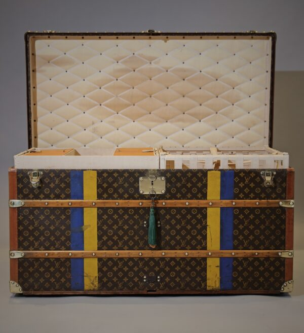 the-well-traveled-trunk-louis-vuitton-thumbnail-product-5697-2