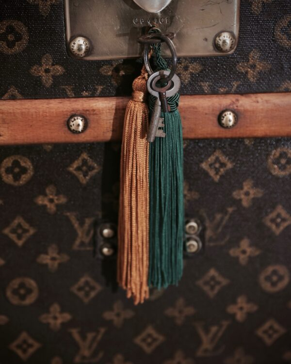the-well-traveled-trunk-louis-vuitton-thumbnail-product-5697-6