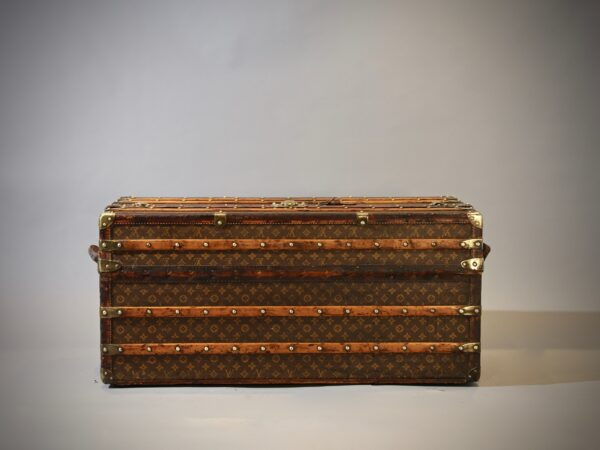 the-well-traveled-trunk-louis-vuitton-thumbnail-product-5698-2