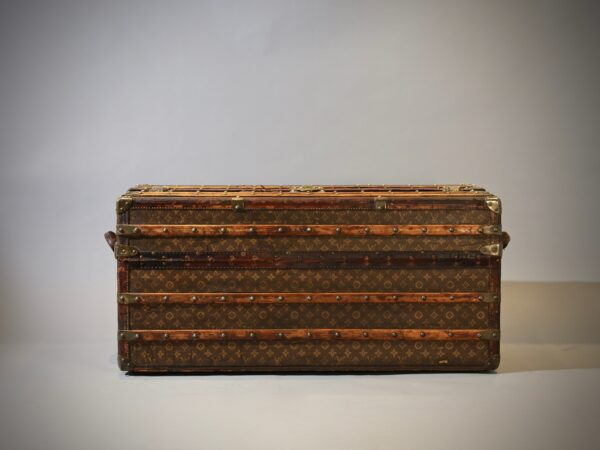 the-well-traveled-trunk-louis-vuitton-thumbnail-product-5698-3