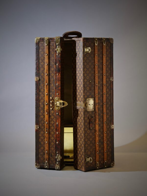 the-well-traveled-trunk-louis-vuitton-thumbnail-product-5698-4