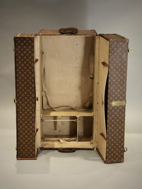 the-well-traveled-trunk-louis-vuitton-thumbnail-product-5698-5