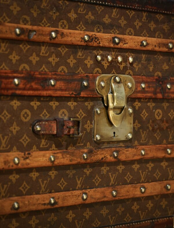 the-well-traveled-trunk-louis-vuitton-thumbnail-product-5698-9