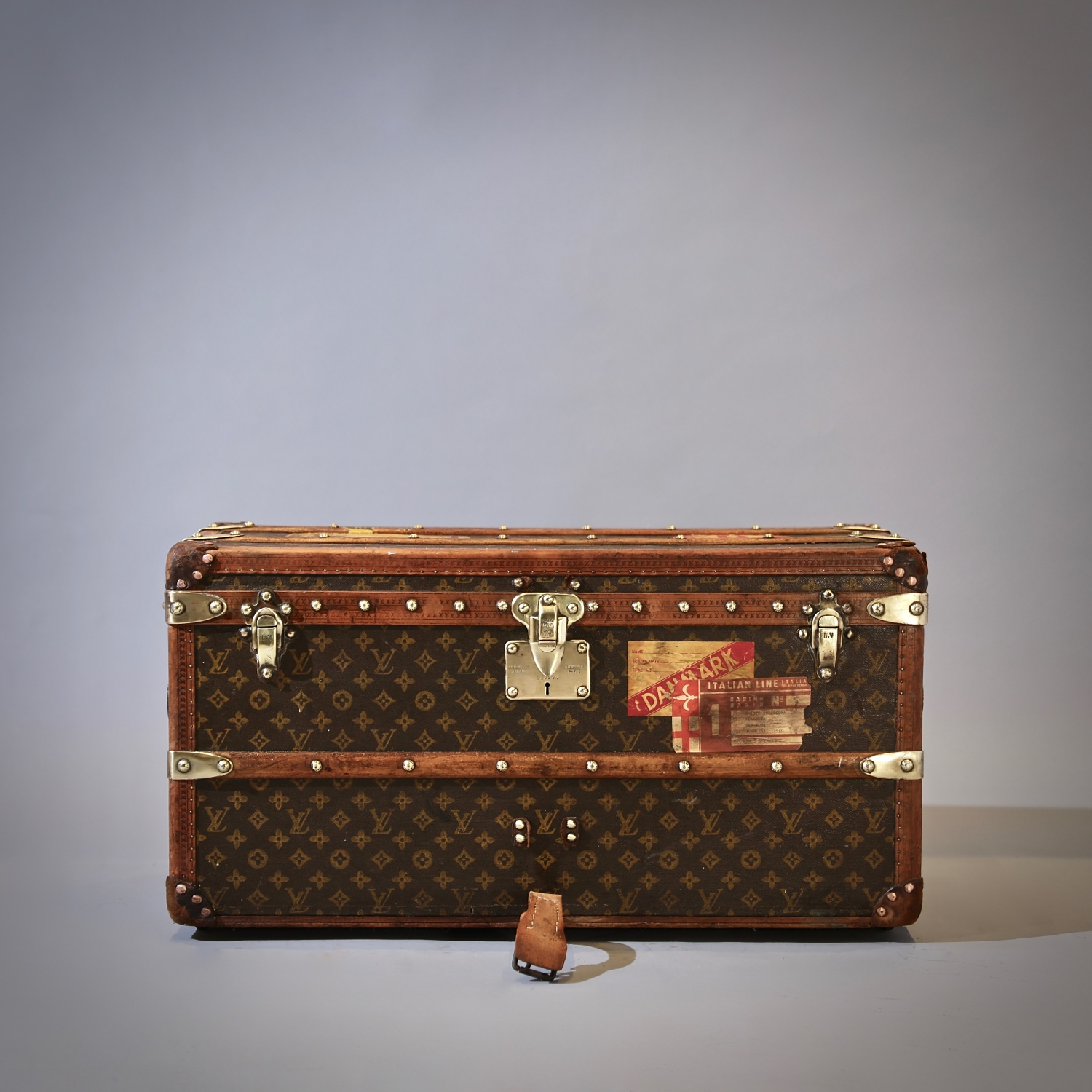 the-well-traveled-trunk-louis-vuitton-thumbnail-product-5699