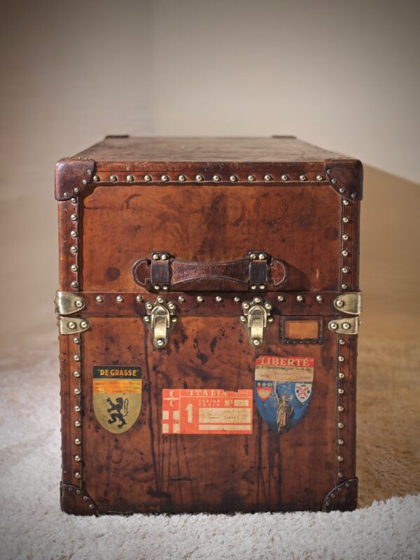 the-well-traveled-trunk-louis-vuitton-thumbnail-product-5701-9