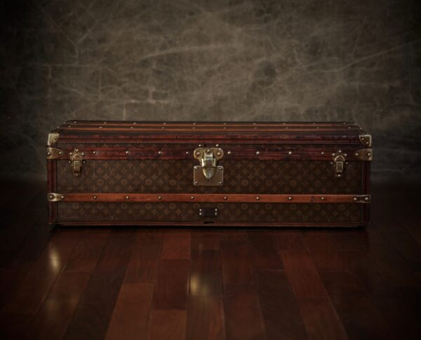 the-well-traveled-trunk-louis-vuitton-thumbnail-product-5702-1