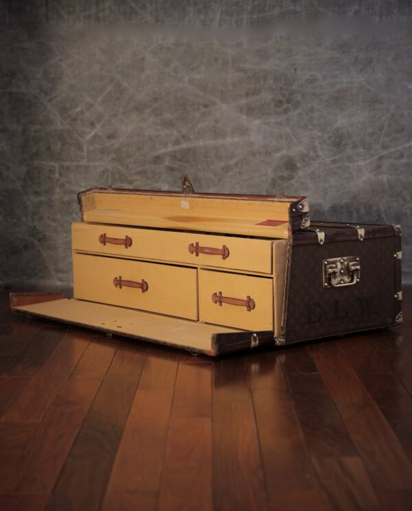 the-well-traveled-trunk-louis-vuitton-thumbnail-product-5702-2