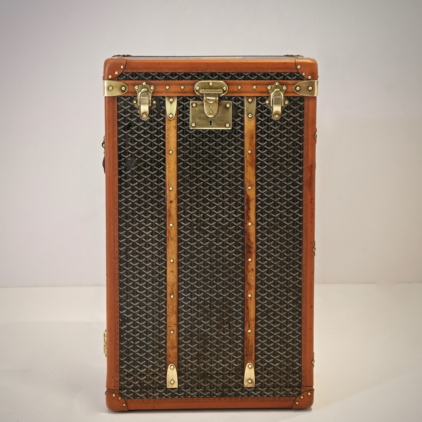 eled-trunk-goyard-thumbnail-product-5705