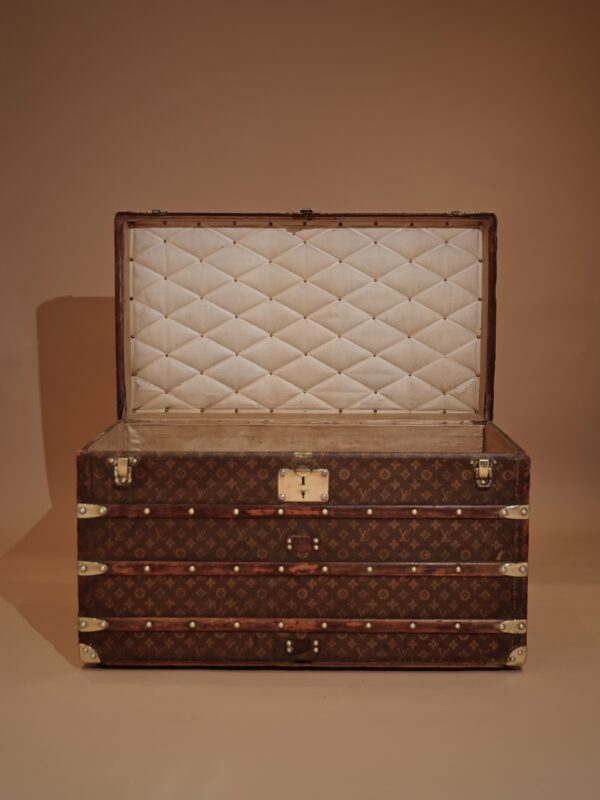 the-well-traveled-trunk-louis-vuitton-thumbnail-product-5710-1