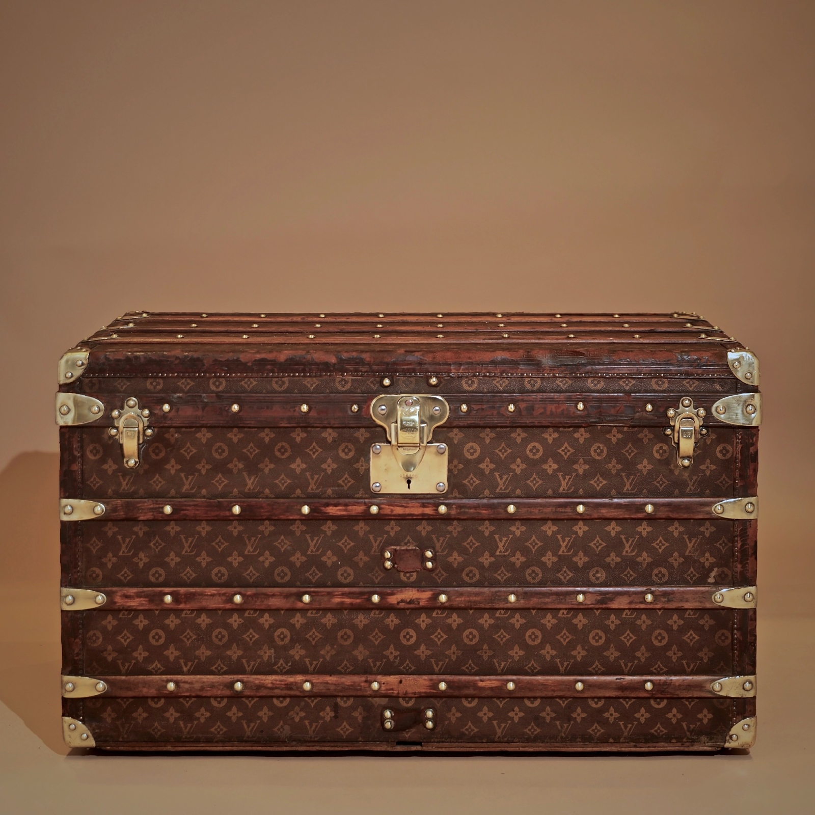 the-well-traveled-trunk-louis-vuitton-thumbnail-product-5710