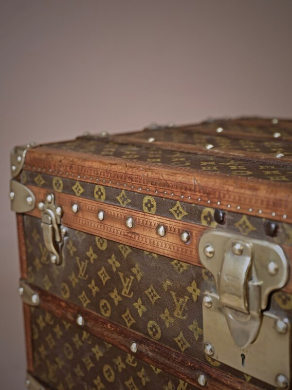 the-well-traveled-trunk-louis-vuitton-thumbnail-product-5709-6