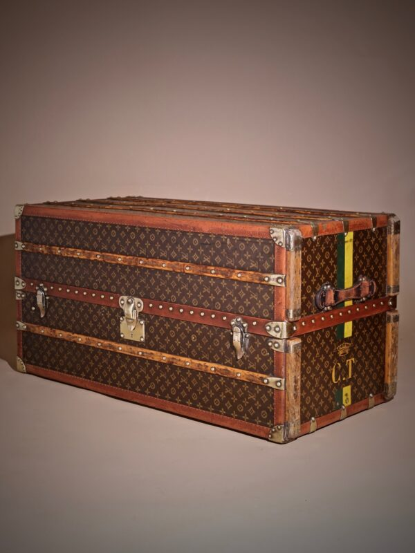 the-well-traveled-trunk-louis-vuitton-thumbnail-product-5711-1