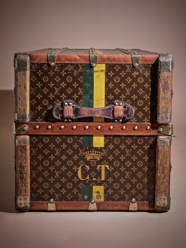 the-well-traveled-trunk-louis-vuitton-thumbnail-product-5711-3
