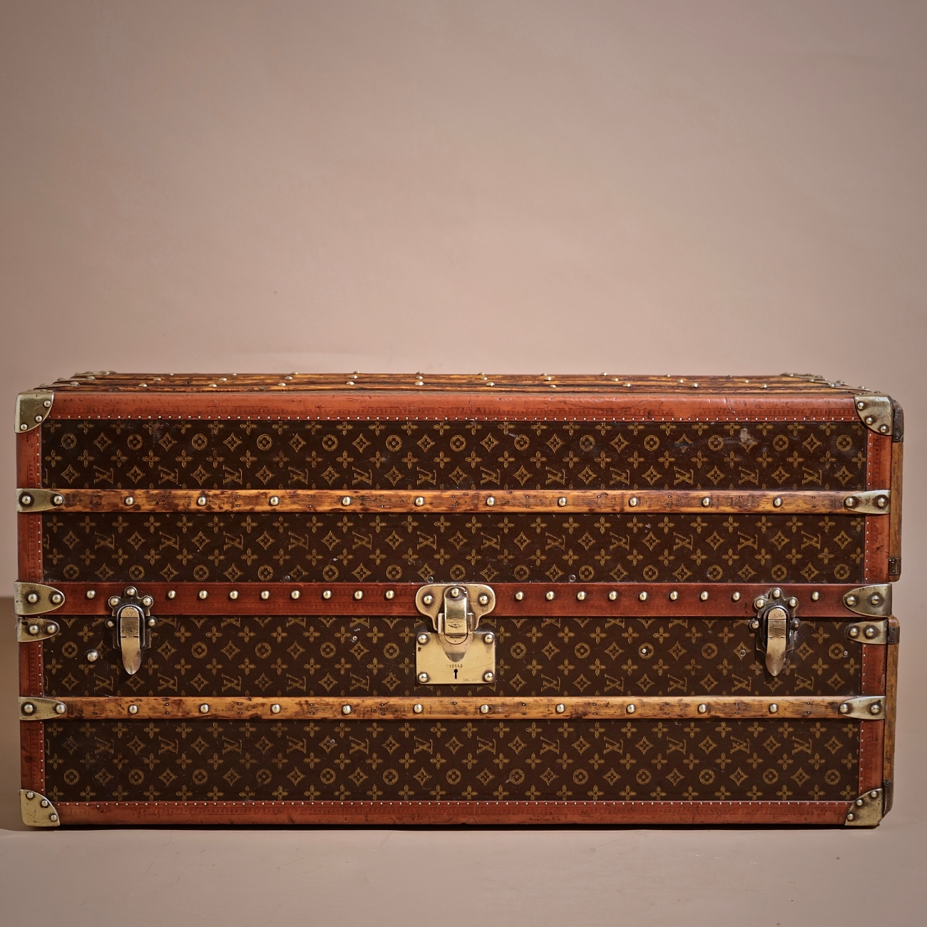 the-well-traveled-trunk-louis-vuitton-thumbnail-product-5711