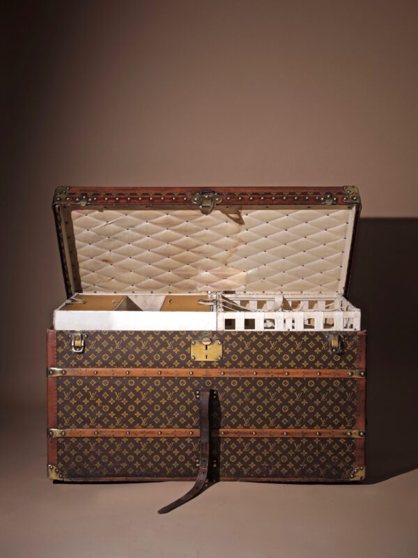 the-well-traveled-trunk-louis-vuitton-thumbnail-product-5712-1