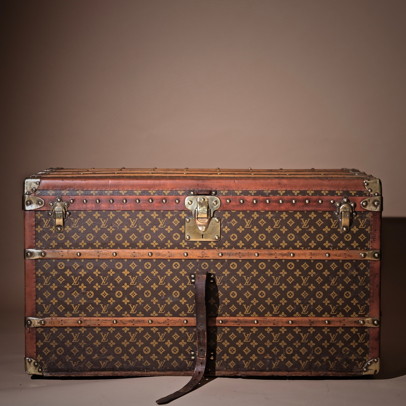 the-well-traveled-trunk-louis-vuitton-thumbnail-product-5712