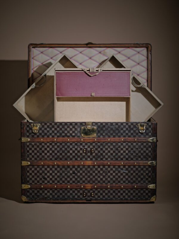the-well-traveled-trunk-louis-vuitton-thumbnail-product-5715-4