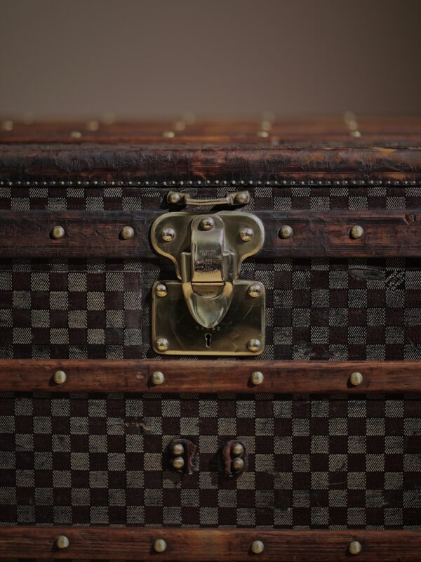 the-well-traveled-trunk-louis-vuitton-thumbnail-product-5715-9