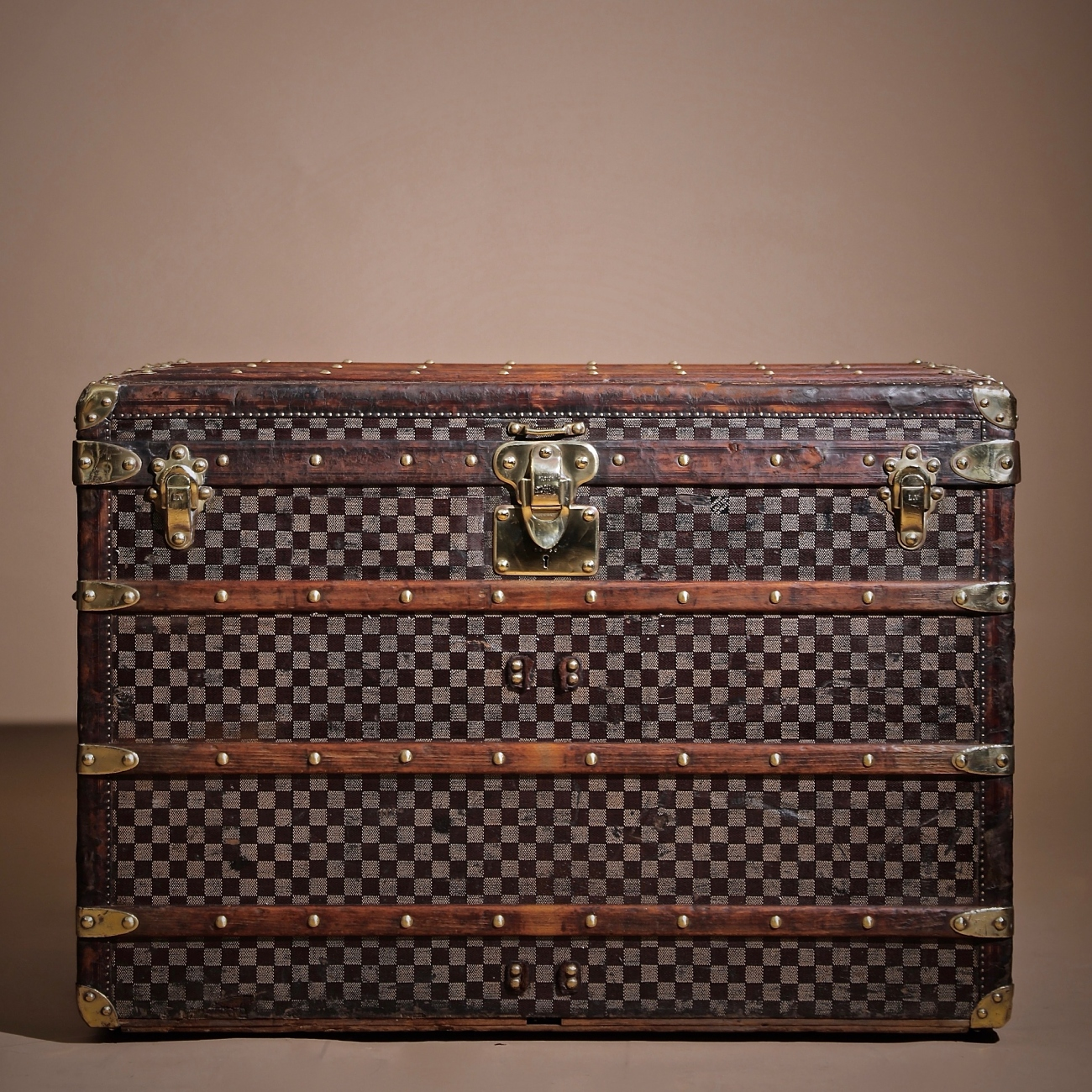 the-well-traveled-trunk-louis-vuitton-thumbnail-product-5715
