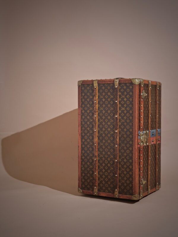 -traveled-trunk-louis-vuitton-thumbnail-product-5714-3