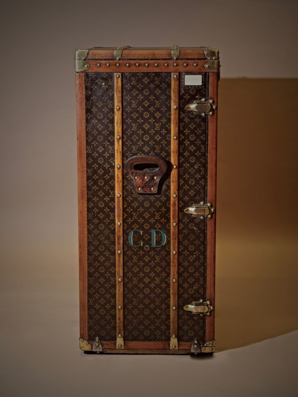 the-well-traveled-trunk-louis-vuitton-thumbnail-product-5716-2