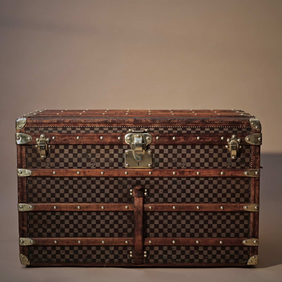 the-well-traveled-trunk-louis-vuitton-thumbnail-product-5717