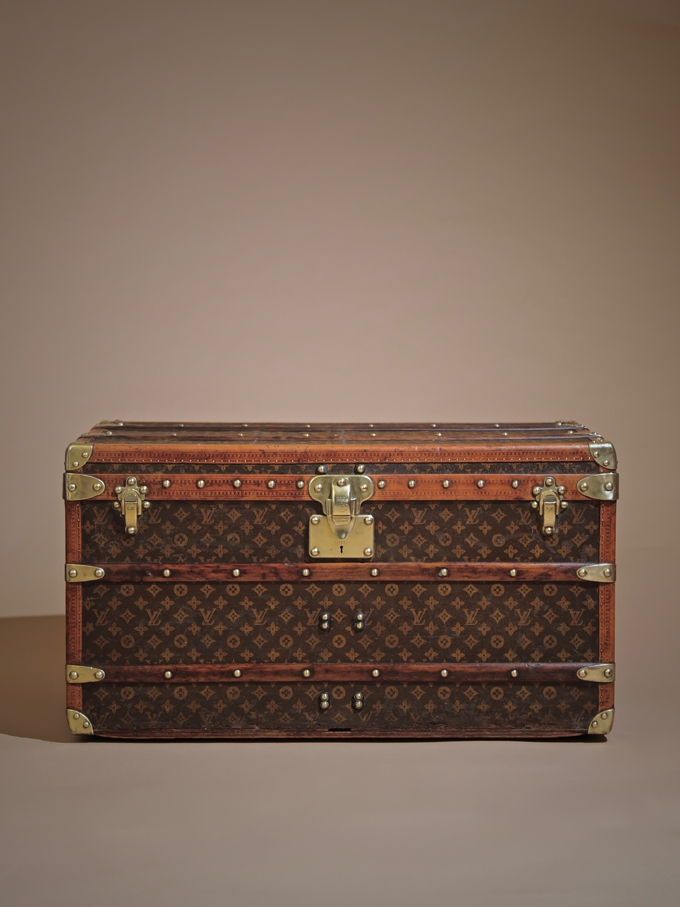e-well-traveled-trunk-louis-vuitton-thumbnail-product-5719-1