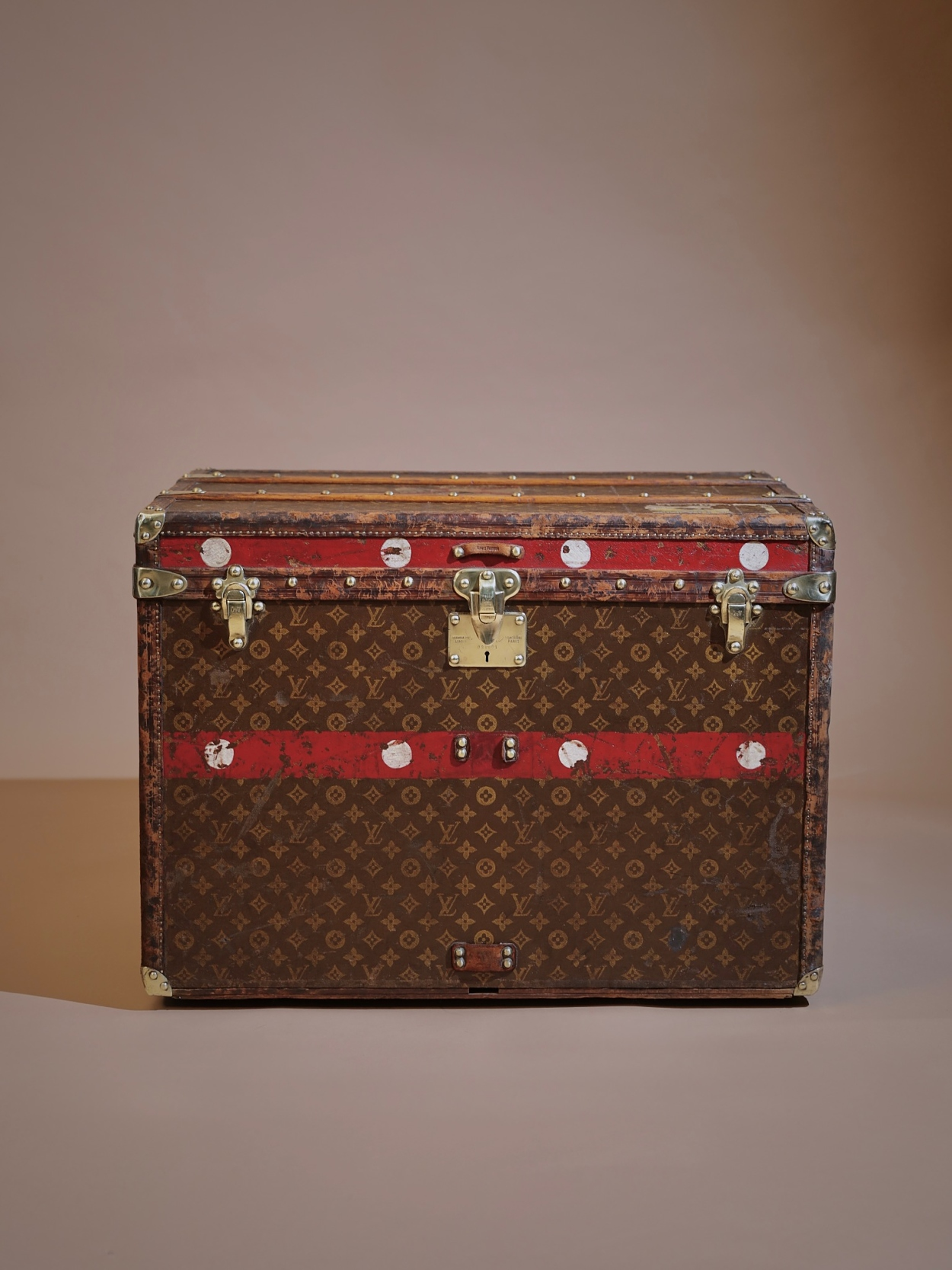 the-well-traveled-trunk-louis-vuitton-thumbnail-product-5720-1