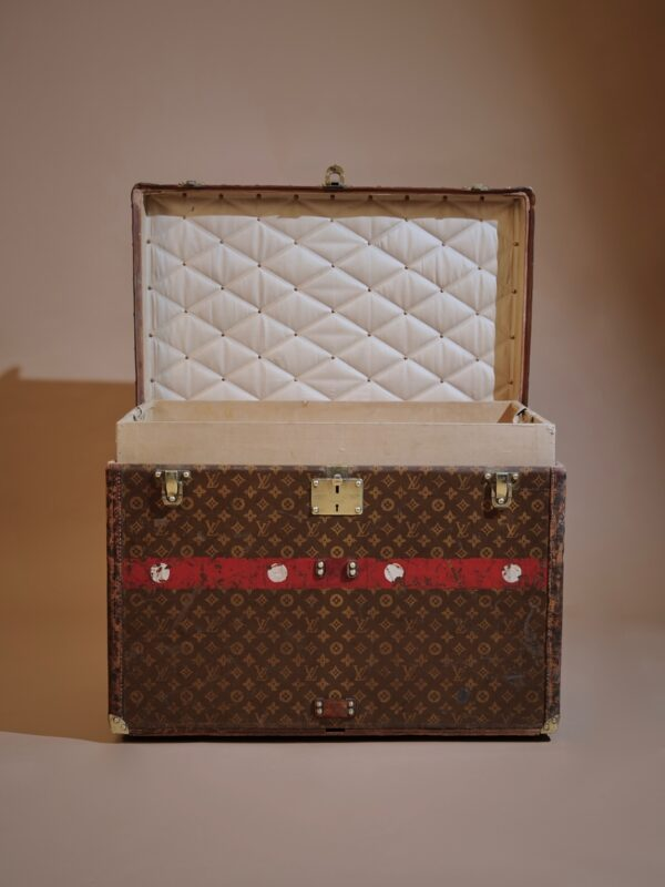 the-well-traveled-trunk-louis-vuitton-thumbnail-product-5720-2