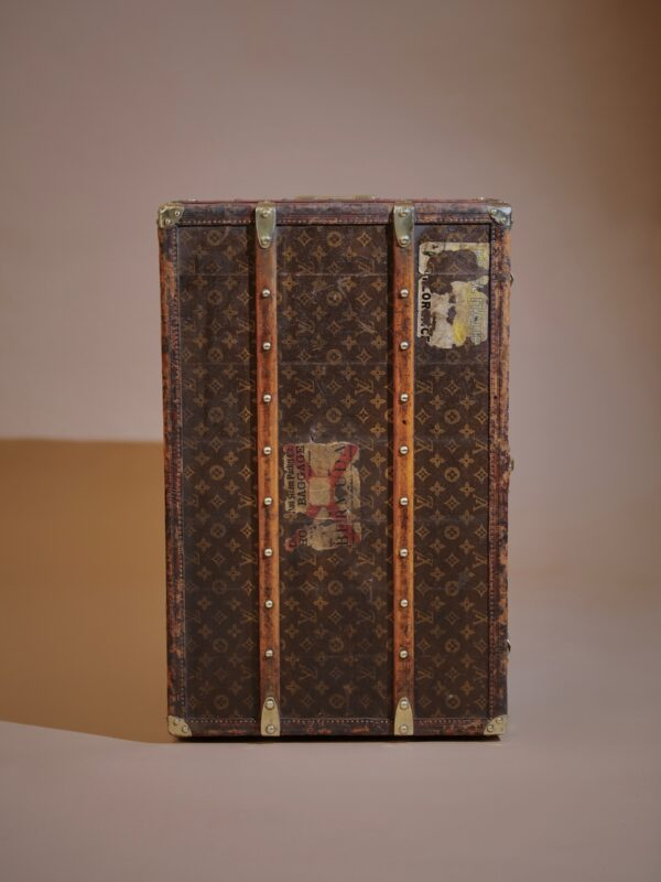 the-well-traveled-trunk-louis-vuitton-thumbnail-product-5720-6