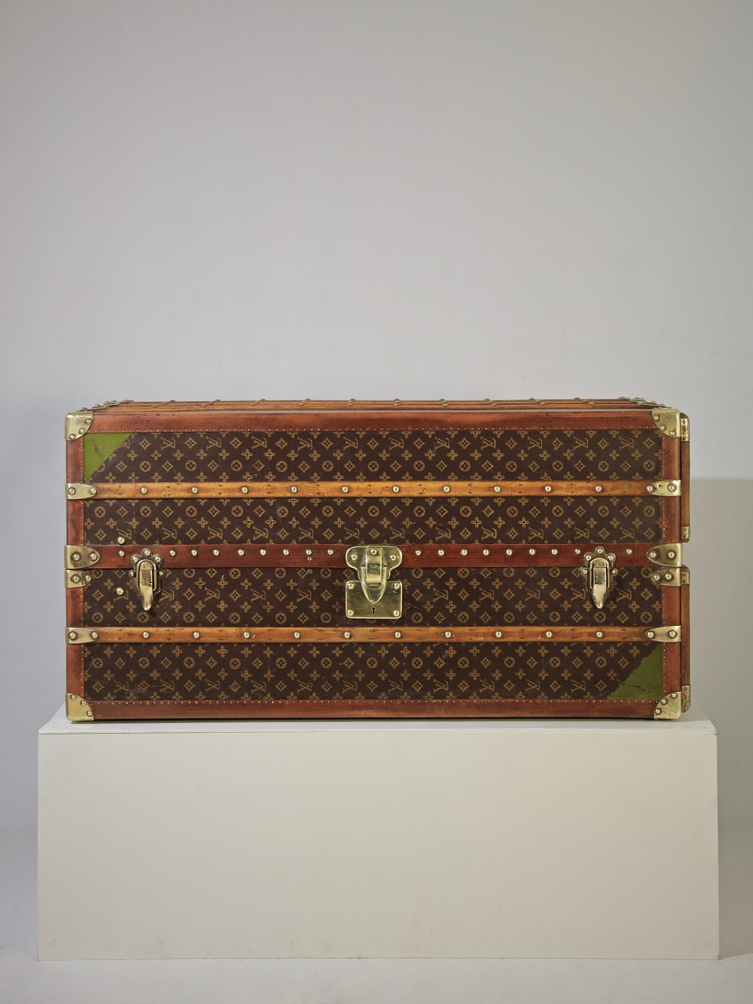 the-well-traveled-trunk-louis-vuitton-thumbnail-product-5721-1