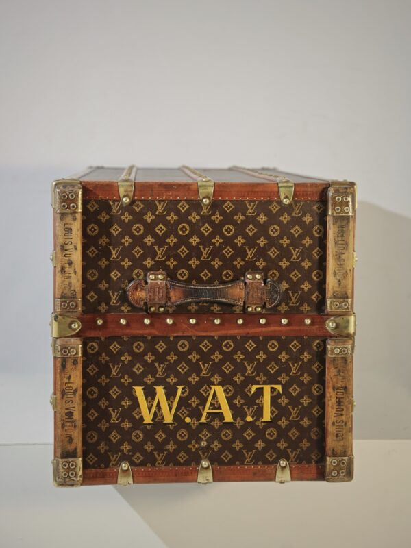 the-well-traveled-trunk-louis-vuitton-thumbnail-product-5721-3