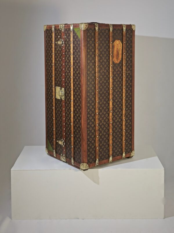 the-well-traveled-trunk-louis-vuitton-thumbnail-product-5721-6