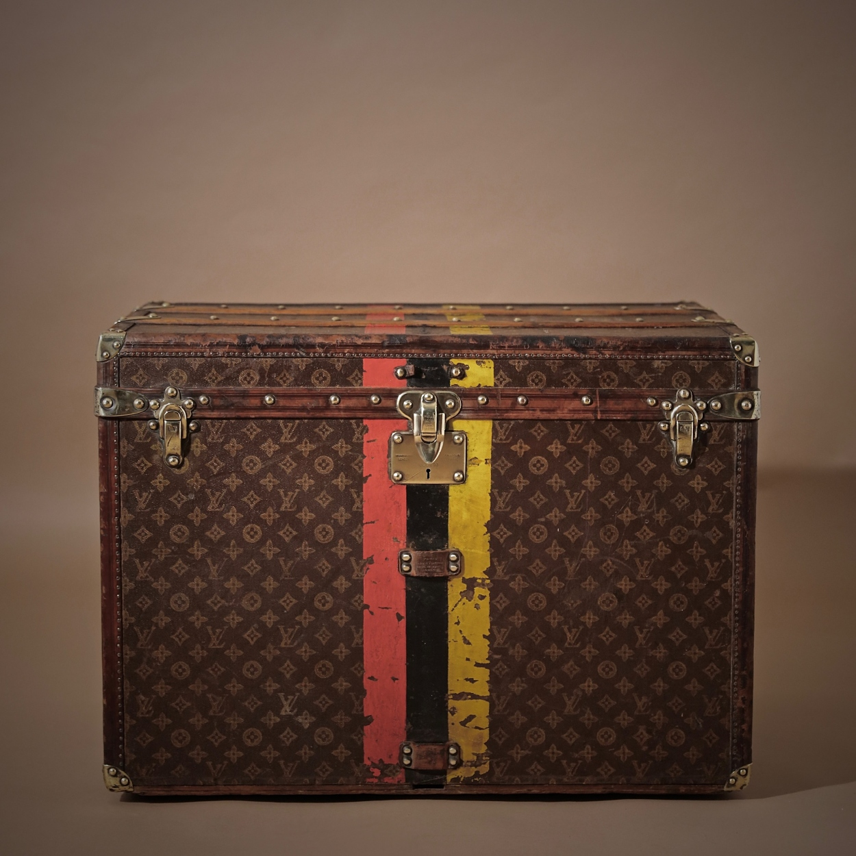 the-well-traveled-trunk-louis-vuitton-thumbnail-product-5722