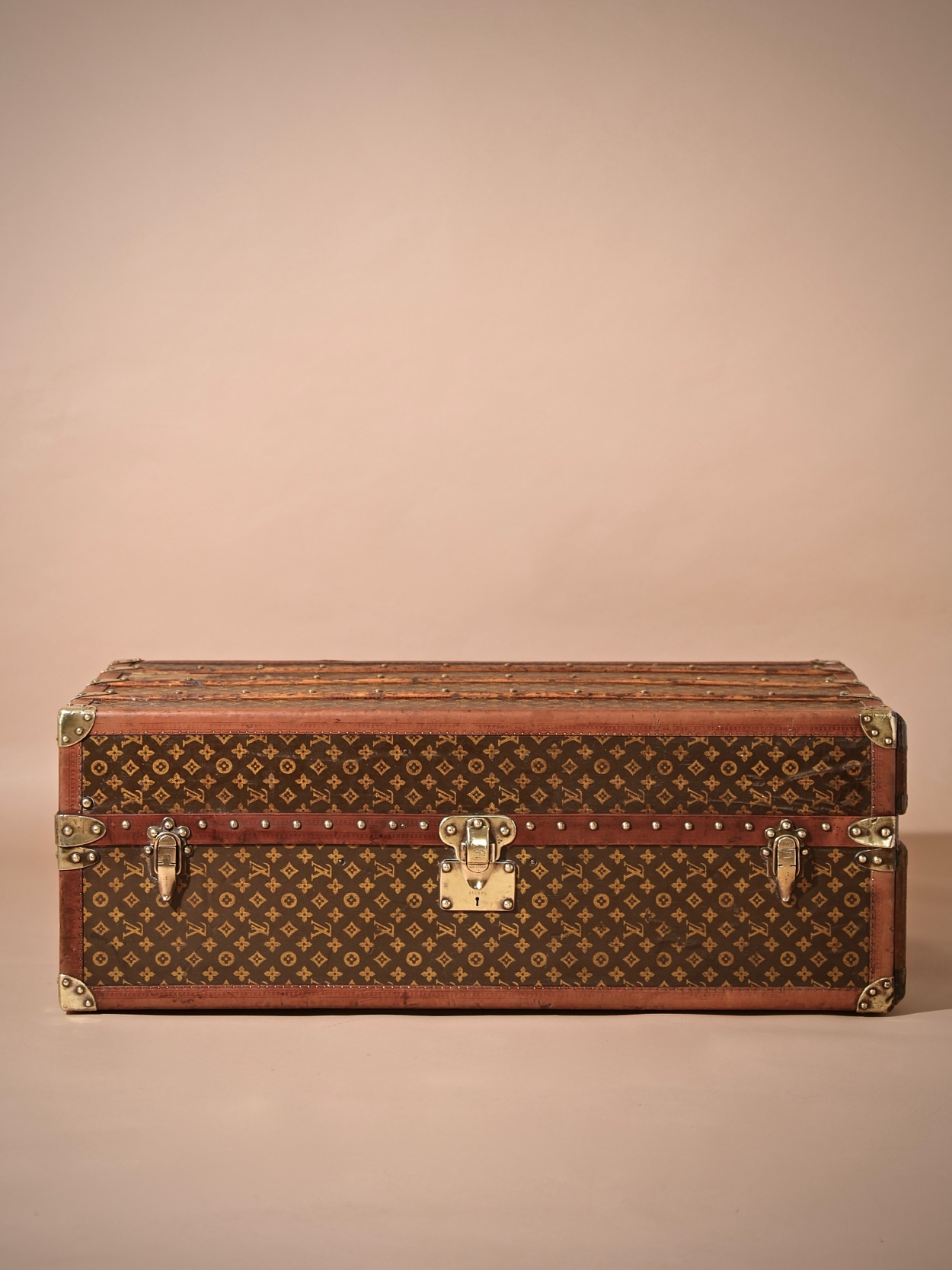the-well-traveled-trunk-louis-vuitton-thumbnail-product-5724-1