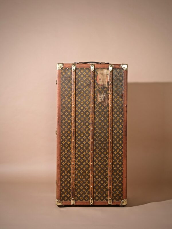 the-well-traveled-trunk-louis-vuitton-thumbnail-product-5724-2